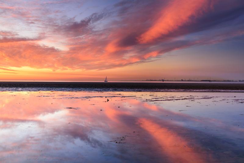 Nummer 3 - De Kwade Hoek, zonsondergang met reflectie in het water.