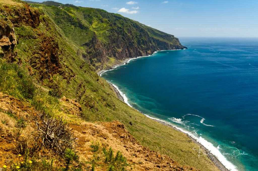 Het uitzicht over de zuidkust bij Ponta do Pargo.
